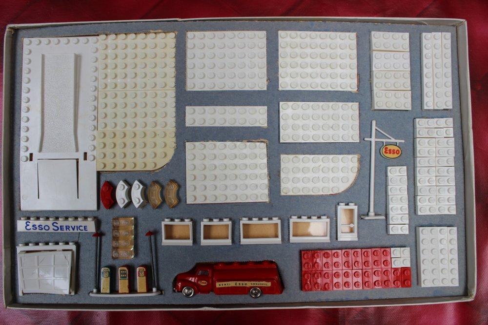 LEGO 310 stazione di servizio Esso prima serie danese 02.jpg