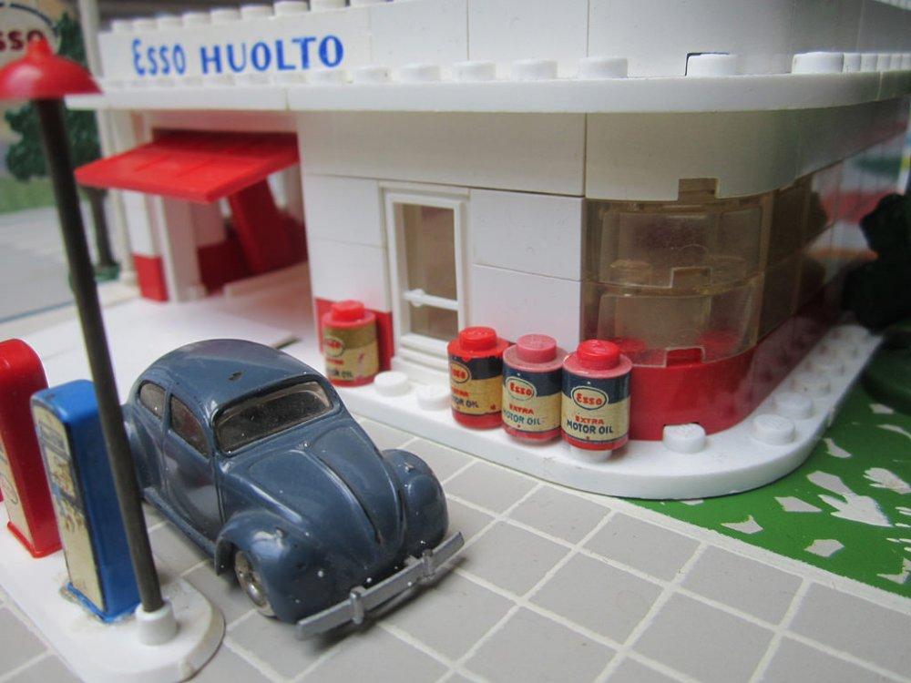 LEGO 310 ESSO HUOLTO 02.jpg