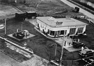 Lego 1310 Esso Station 1956 immagine originale.jpg