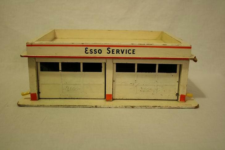 LEGO Esso garage di legno 01.JPG