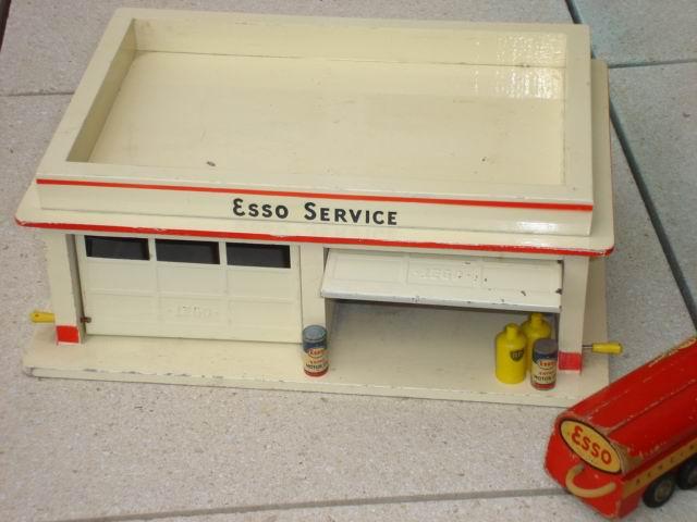 LEGO Esso garage di legno 03.JPG