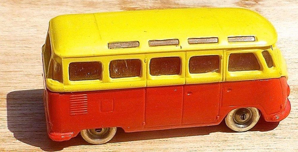 LEGO VW Bully giallo-rosso 01.jpg