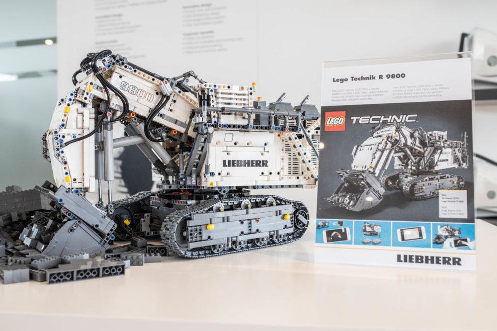 lego-technic-liebherr-r-9800-42100-muenchen-1024x683.jpg