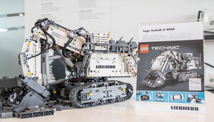 LEGO-Technic-Liebherr-R-9800-42100.jpg