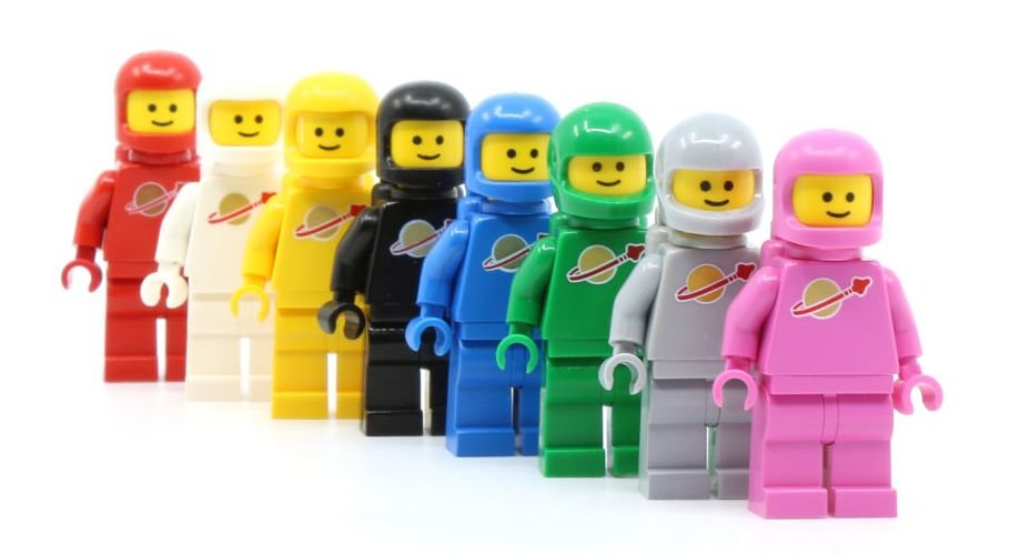 Classic-Space-Minifigs.jpg